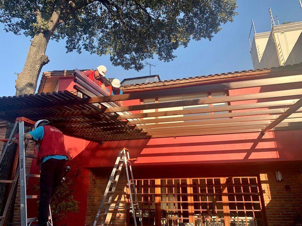 ramsol_Luce una elegante pérgola en la entrada de tu casa